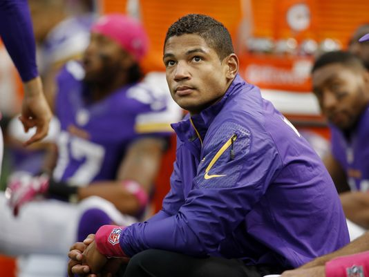 Josh Freeman stuck on the sideline again for Week 8